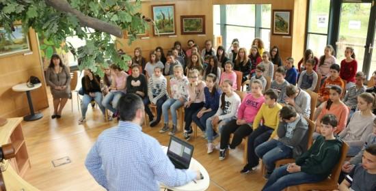 Dr. Pödör Zoltán válaszol a diákok kérdéseire (Kép: Soós Sándor)
